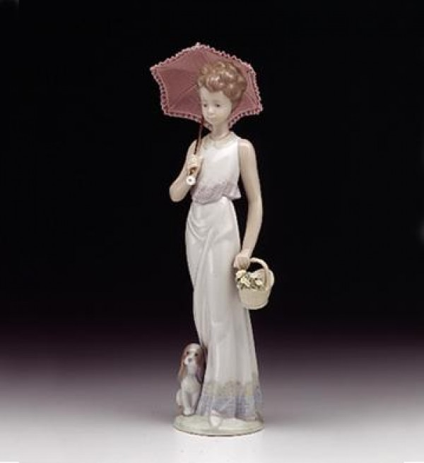 """""""Garden Classic"""" Glazed Porcelain Figurine by Llardro"""