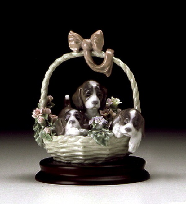 """A Litter of Love"" Signed Glazed Porcelain figurine by Llardro"